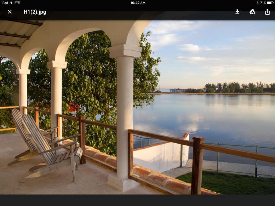 Se vende zona Marina Hemingway una inmensa residencia