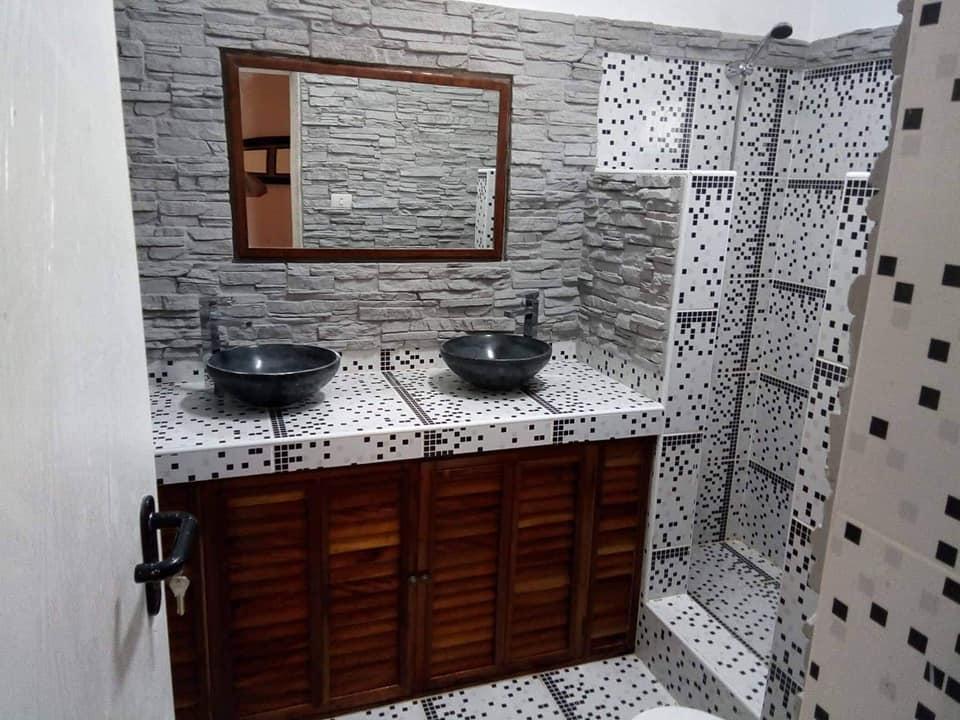 Vendemos residencia de 7 habitaciones en la Habana, 5 baños…