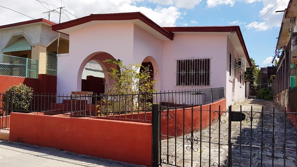 Casa de renta Cortina 27 Santos Suárez La habana