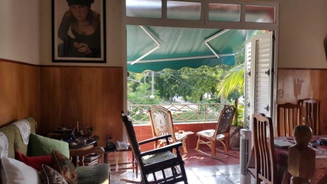 Renta de Hostal de 5 Habitaciones en Vedado.